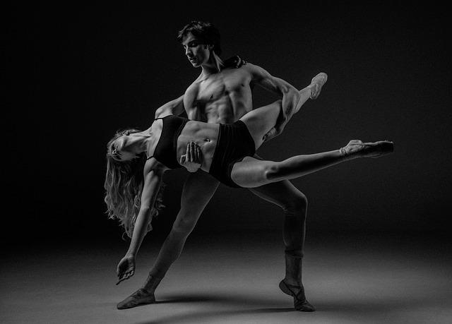 Balet, muž so ženou, harmónia, čiernobiele.jpg