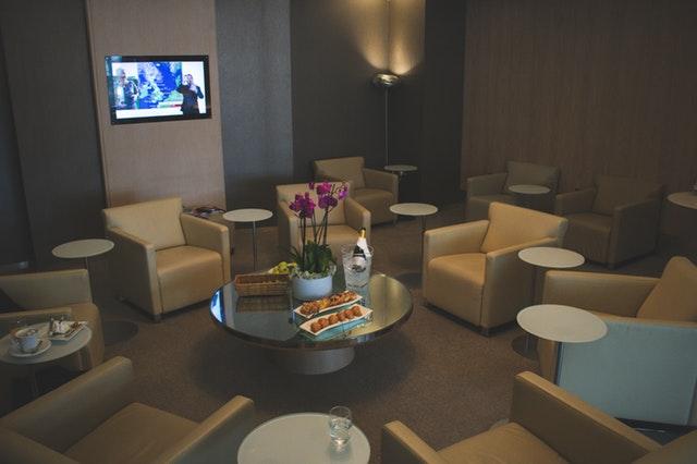 Reštaurácia, kaviareň, stoličky, stôl, TV