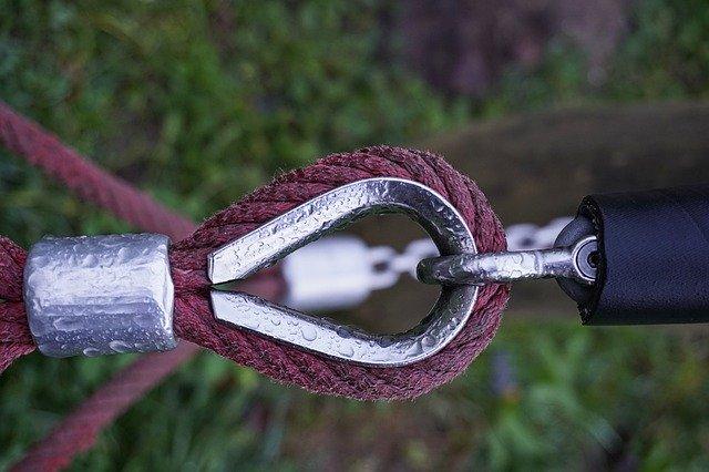 Detail na karabínu z hojdacej siete.jpg